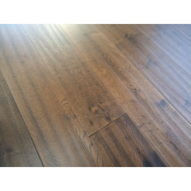 190mm Golden Handscraped Oak | 20/6 Engineered Collection | Classic Mix Grade | Coffee Handscraped class=