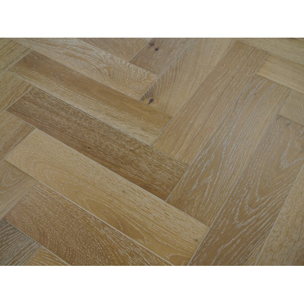 Engineered Herringbone 18/4x90x400mm Smoked White class=